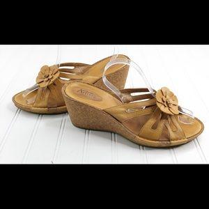Clarks Artisan size 11 Sandals Leather Cork Wedge